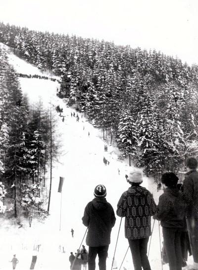 Worauf müssen sie sich bei diesem verkehrszeichen einstellen ski